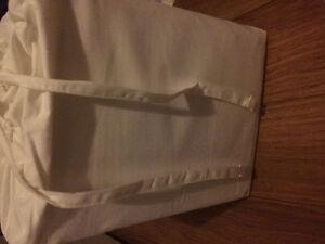 Brand new White queen sz sheet set call 5395573