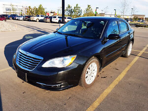 2011 Chrysler 200 Touring V6 3.6 (Very Clean and Low Mileage)