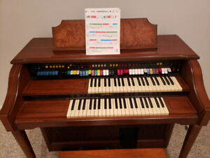 Organs Lowrey | Buy or Sell Used Pianos & Keyboards in Ontario