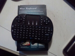 Mini clavier sans fil nego et Air Mouse C120 25$ch.