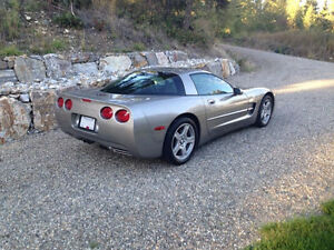 1998 Chevrolet Corvette Coupe (2 door)