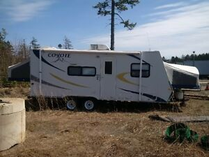 Coyote KZ22 Hybrid Expandable travel trailer