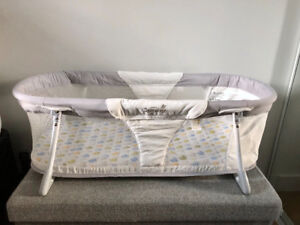"""Bassinet in excellent condition, """"Summer Infant"""" sleeper"""