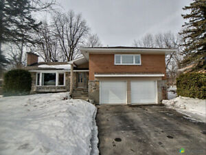 Beaconsfield South Great Location!- Beautiful Split Level