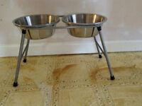 DOG FOOD AND WATER HOLDER