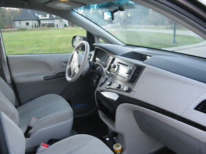 2012 Toyota Sienna V6 5dr 7-Pass FWD 3.5L Kitchener / Waterloo Kitchener Area image 3