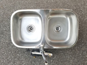 Double Stainless Steel Kitchen Sink with Moen Faucet