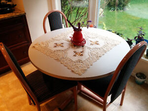 """42"""" Round Kitchen Table set, with 4 solid chairs"""