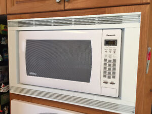 white built in microwave with trim kit