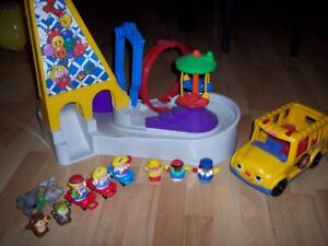 Parc d'attraction Fisher Price Little People avec autobus