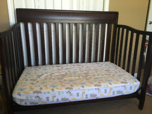 Convertible crib set for sale