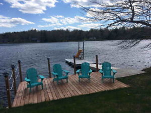 4 bedroom Lakefront Cottage- 1 hour to Halifax