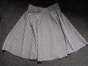 Designer black / white midi skirt - small Box Hill Whitehorse Area Preview