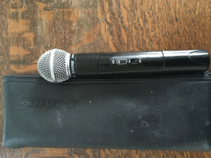 SHURE wireless microphone in excellent condition with case