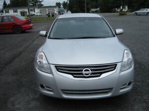 2010 Nissan Altima 3.5 S, very clean, one owner. Low mileage.