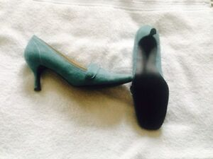 Turquoise Suede Shoes (new) Cambridge Kitchener Area image 2