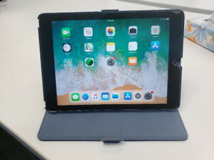 iPad (6th Generation) 32 GB Space Grey with Case