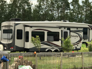 Columbus Luxury Fifth Wheel