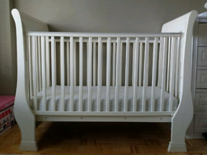 Pottery Barn Solid Wood White Crib with Pottery Barn Matteress