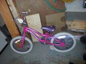 vélo rose pour fille âgée de 4 à 7 ans