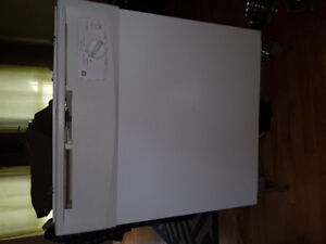 GE Dishwasher for parts or repair 5yrs old