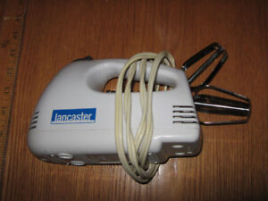 hand mixer with 2 beaters