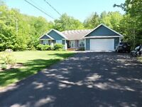 EXECUTIVE HOME IN AMHERST ON A PRIVATE LOT!