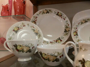 Royal Doulton 'Miramont' Dinner Set Kitchener / Waterloo Kitchener Area image 1