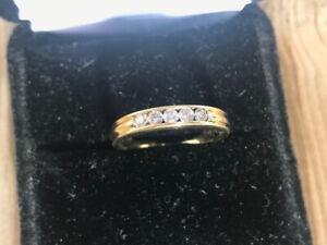 18K Yellow Gold Women's Wedding Band w/5 diamonds of 0.03ct each