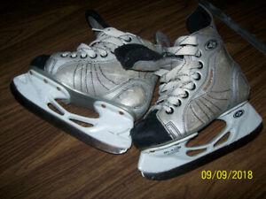 different size kids ice skates y12 and y13 never used