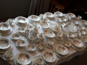 Royal Albert Contstance China (14 plc st++++)