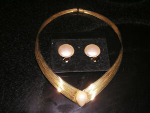 Vintage Gold Tone Choker With Pearl & Matching Clip-on Earrings