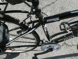 Vélo hybride pour homme