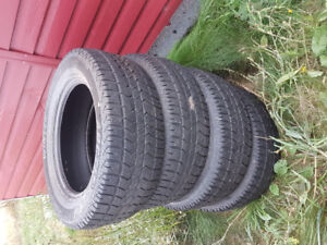 Arctic claw winter tires 275/60R20