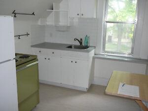 CUTE 1 bedroom duplex