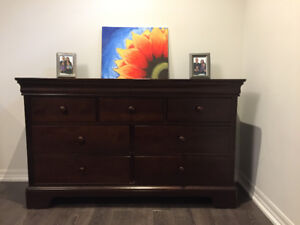 Amazing Condition! Young America 7 drawer dresser in espresso