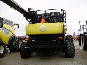 2014 New Holland CR8090 Combine London Ontario image 10
