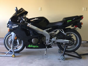 2008 Kawasaki ZZR600 (one owner - new in 2009)
