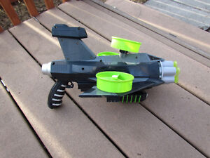 Cool dart gun incl. flying targets fully function great outdoors Strathcona County Edmonton Area image 1