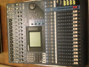 Yamaha O1v96 v2 16 channel mixer console with flight case