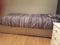 Extendable single/double bed/sofa bed
