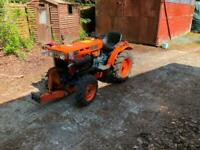 KUBOTA B7100 - tractor - 1996 - front and rear tow hitch