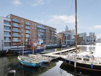 @ Stunning two bed two bath Riverside apartment - seconds from Canary Wharf/South Quay!!
