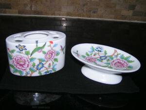 New Unused Ceramic Floral Soap Dish & Toothbrush Holder Set