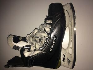 Bauer Supreme One100 Junior Skates Size 3D EUC