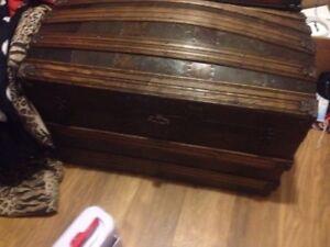 Plusieurs coffres antiques à vendre