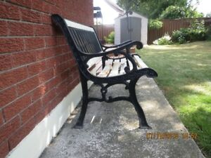 VINTAGE CAST IRON AND WOOD GARDEN SEAT
