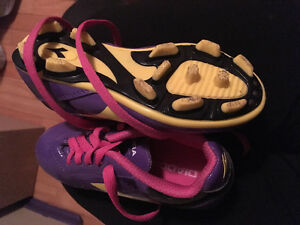 size 9 child's soccer cleats
