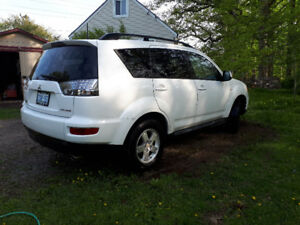 2010 Mitsubishi Outlander: $8000 or best offer