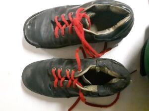 Men's size 8 curling shoes